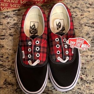 Vans NEW NWT Size 7.5 Women's plaid Red & Black